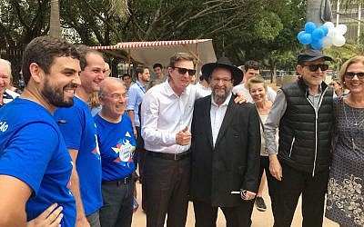 Rio Mayor Marcelo Crivella, in white, at the Rio Judaico Fest, October 22, 2017. (Rio City Hall via JTA)
