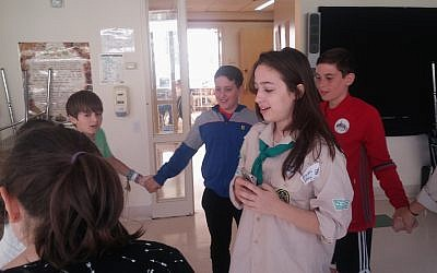 Arielle Geismar, in the Scouting uniform, leading American Jewish kids in one of the first meetings of the Manhattan chapter of Tzofim Atid, the Israeli Scouts' English-language branch. (Ben Sales)