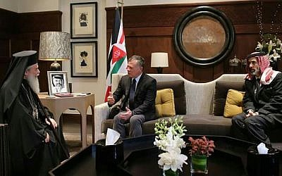 The Greek Orthodox Patriarch (left) meets with Jordan's King Abdullah in Amman to seek support over controversy sparked by church land sales, October 18, 2017. (King of Jordans bureau).
