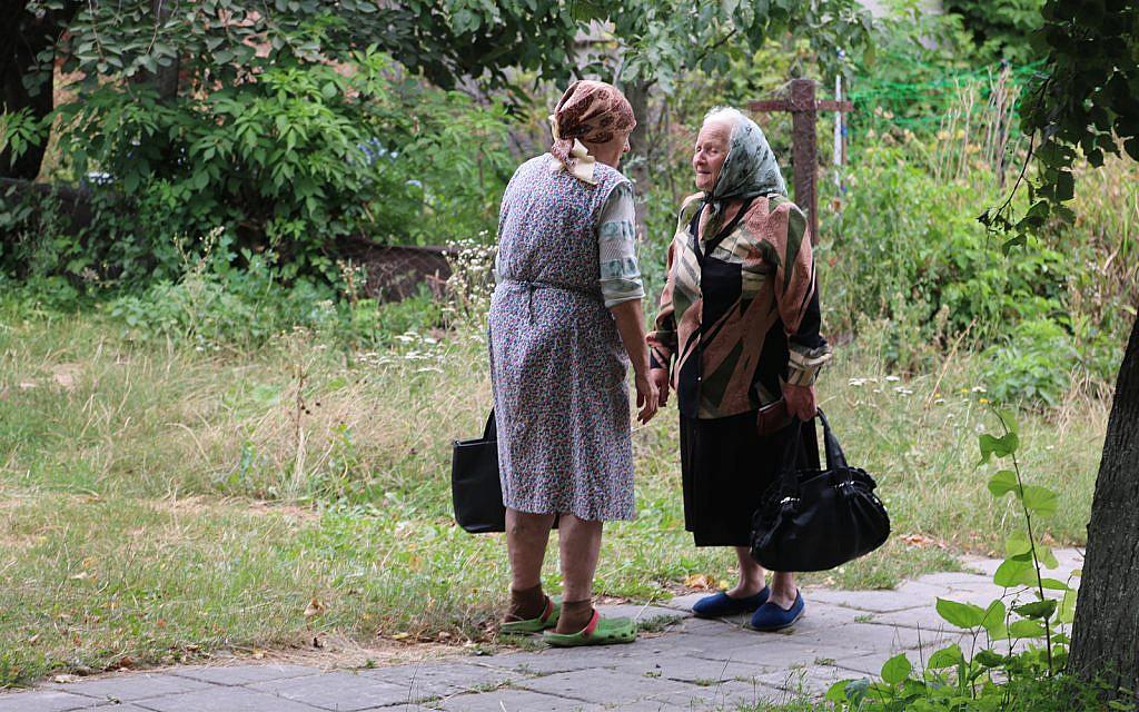 Local women in the village of Medzhybizh, home of Rabbi Israel Ben Eliezer. (Shmuel Bar-Am)