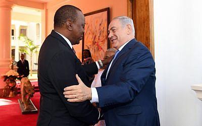 Illustrative: Prime Minister Benjamin Netanyahu greets Kenyan President Uhuru Kenyatta in Nairobi on November 28, 2017. (Haim Tzach/GPO)