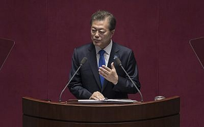 South Korea's President Moon Jae-In delivers a budget speech to the National Assembly in Seoul on November 1, 2017. (AFP PHOTO / POOL / Ed JONES)
