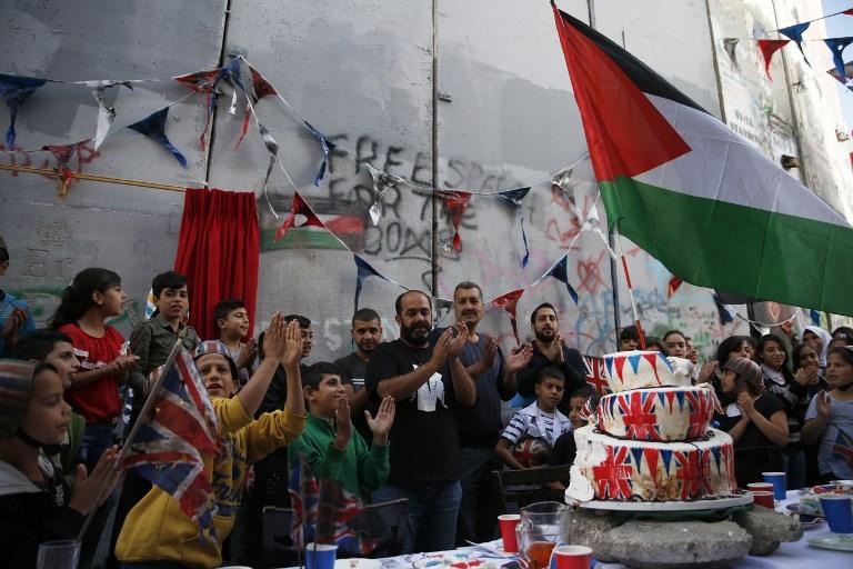 Resultado de imagen para banksy party palestine
