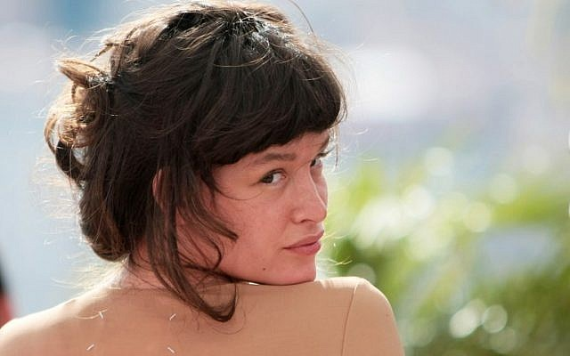 """This file photo taken on May 22, 2009 shows US actress Paz de la Huerta during the photocall for """"Enter The Void"""" by Argentinian director Gaspar Noe presented in competition at the 62nd Cannes Film Festival. (AFP PHOTO / LOIC VENANCE)"""