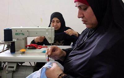 Palestinian women embroider at a workshop in Jordan's Jerash Palestinian refugee camp, north of Amman on November 5, 2017 (AFP PHOTO / KHALIL MAZRAAWI)