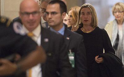 The European Union's top diplomat Federica Mogherini (R) walks through the US Capitol building on November 7, 2017.(AFP Photo/Saul Loeb)