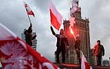 Demonstrators burn flares and wave Polish flags during the annual march to commemorate Poland's National Independence Day in Warsaw on November 11, 2017. (AFP PHOTO / JANEK SKARZYNSKI)