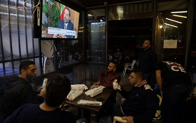 Lebanese watch an interview with Lebanon's resigned prime minister Saad Hariri at a coffee shop in Beirut, on November 12, 2017.(AFP/ ANWAR AMRO)
