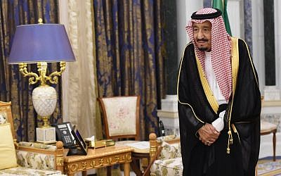 Saudi's King Salman bin Abdulaziz al-Saud waits for Lebanon's Christian Maronite patriarch prior to their meeting on November 14, 2017, in Riyadh. (AFP/Fayez Nureldine)