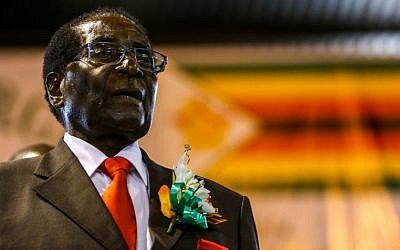 This photo taken on April 7, 2016 shows Zimbabwe President Robert Mugabe attending a meeting with the Zimbabwe National Liberation War Veterans Association in Harare. (AFP PHOTO / Jekesai NJIKIZANA)