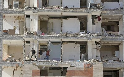 A picture taken on November 15, 2017 shows a view through the buildings left damaged by a 7.3-magnitude earthquake that struck days before in the town of Sarpol-e Zahab in Iran's western Kermanshah province near the border with Iraq, leaving hundreds killed and thousands homeless. (AFP PHOTO / ATTA KENARE)