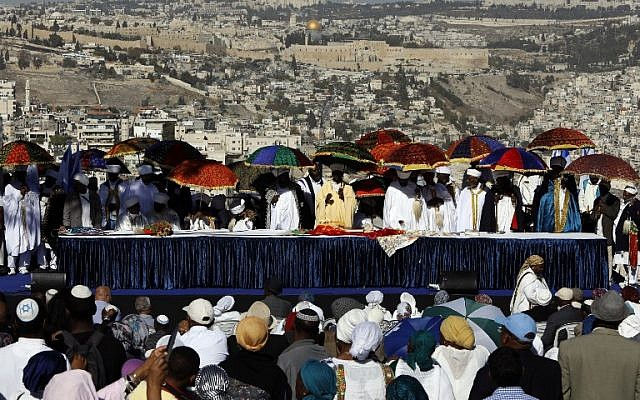 Israeli 'Kessim' or religious leaders of the Ethiopian Jewish community lead the prayers during the Sigd holiday marking the desire to 'return to Jerusalem', as they celebrate from a hilltop in the holy city over looking the Temple Mount, on November 16, 2017. (AFP PHOTO / GALI TIBBON)