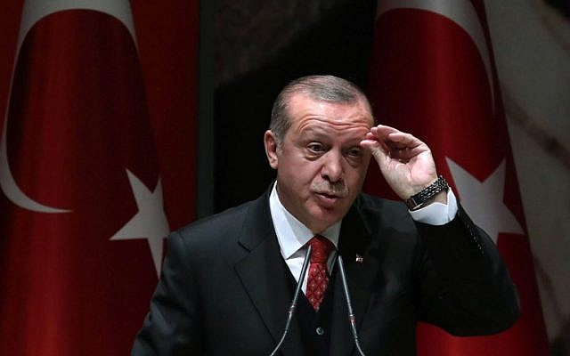 Turkish President Recep Tayyip Erdogan gestures as he speaks during the Justice and Development (AK) Party's provincial heads meeting in Ankara, November 17, 2017. (AFP/Adem Altan)