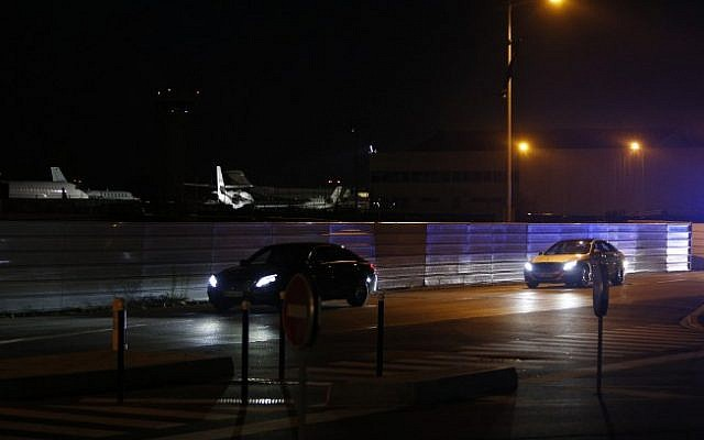 The convoy of Lebanese Prime Minister Saad Hariri departs Le Bourget airport following Hariri's arrival early November 18, 2017 near Paris. (AFP PHOTO / GEOFFROY VAN DER HASSELT)