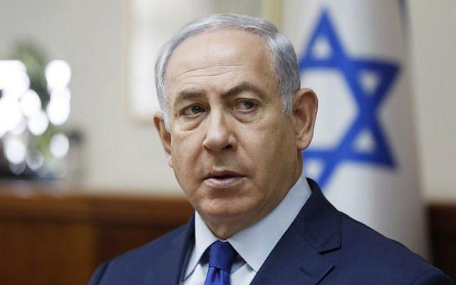 Prime Minister Benjamin Netanyahu attends the weekly cabinet meeting in Jerusalem on November 19, 2017. (AFP/POOL/RONEN ZVULUN)