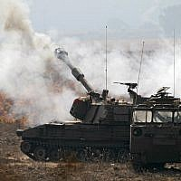 Israeli soldiers take part in a mobile artillery exercise near the border with Syria in the Golan Heights on November 19, 2017. (AFP PHOTO / JALAA MAREY)