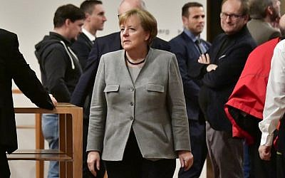 German Chancellor and leader of the Christian Democratic Union (CDU) party, Angela Merkel (C) is seen during a break in talks with members of potential coalition parties to form a new government on November 19, 2017 in Berlin. (AFP Photo/Tobia Schwartz)