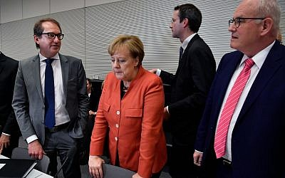 German Chancellor Angela Merkel stands between German Transport Minister Alexander Dobrindt (L) and parliamentary group leader of the conservative CDU/CSU faction, Volker Kauder (R) prior to the conservative group's meeting, on November 20, 2017, in Berlin. (AFP PHOTO / John MACDOUGALL)