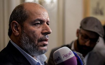 Hamas's senior political leader, Khalil al-Hayya (L), speaks during a press conference at the end of two days of closed-door talks attended by representatives of 13 leading political parties held in the Egyptian capital Cairo on November 22, 2017. (AFP PHOTO / MOHAMED EL-SHAHED)