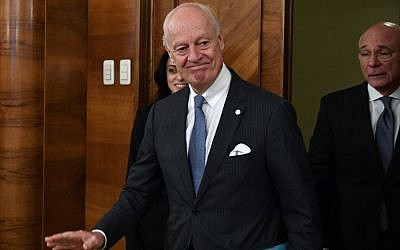 UN Special Envoy for Syria Staffan de Mistura arrives for a meeting with Russian Foreign Minister in Moscow on November 24, 2017. (AFP Photo/Alexander Nemenov)