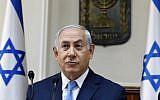 Prime Minister Benjamin Netanyahu opens the weekly cabinet meeting at his Jerusalem office on November 26, 2017. (AFP PHOTO / POOL / GALI TIBBON)