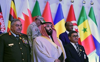 Saudi Crown Prince and Defense Minister Mohammed bin Salman (C) poses for a group picture with other defense ministers and officials of the 41-member Saudi-led Muslim counter-terrorism alliance in the capital Riyadh. (AFP PHOTO / Fayez Nureldine)