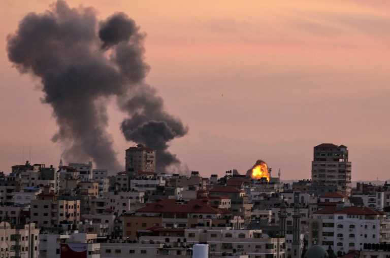 IDF tanks & jets attack Hamas positions following mortar shelling from Gaza