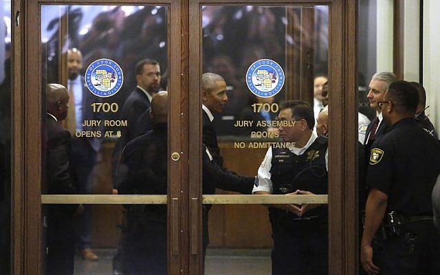 Former US president Barack Obama arrives for Cook County jury duty at the Daley Center on November 8, 2017, in Chicago, Illinois (Joshua Lott/Getty Images/AFP)