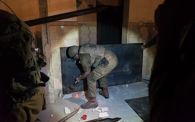 IDF soldiers prepare to seal off the bedroom of Palestinian terrorist Khalid Muhamra in the West Bank town of Yatta on November 16, 2017. (IDF)