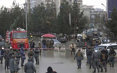 Afghan security personnel arrive to the site of a deadly suicide bombing, in Kabul, Afghanistan, November 16, 2017. (AP Photo/Rahmat Gul)