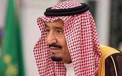 King Salman attends a swearing-in ceremony in Riyadh, Saudi Arabia, on November 6, 2017. (Saudi Press Agency, via AP)