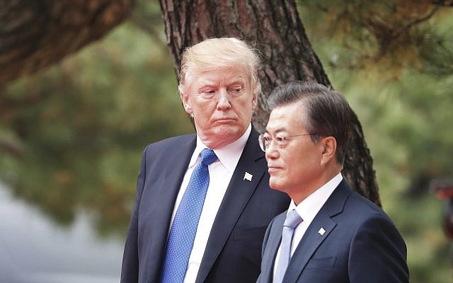 US President Donald Trump, left, and South Korea's President Moon Jae-in attend a welcoming ceremony at the Presidential Blue House in Seoul, South Korea, November 7, 2017. (Kim Hong-Ji/Pool Photo via AP)
