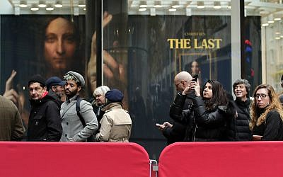 Visitors to Christie's wait outside in a line to view Leonardo da Vinci's 'Salvator Mundi' in New York November 14, 2017. (AP/Julie Jacobson)