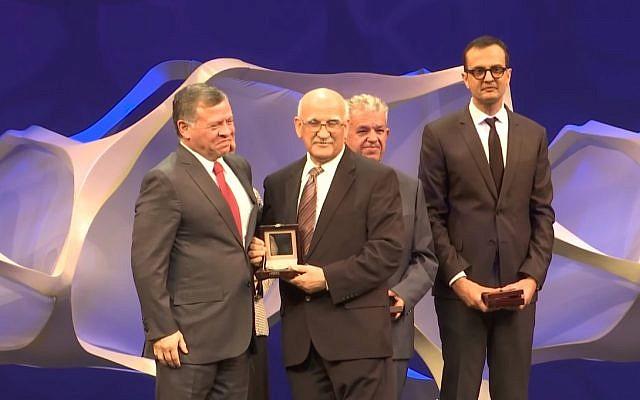 Jordan's King Abdullah II (l) presents achievement awards at the opening of the World Science Forum in Jordan, November 7, 2017. (Screen capture: YouTube)