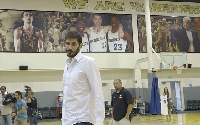 Israeli NBA player Omri Casspi wears #18 for the Golden State Warriors  (screenshot)