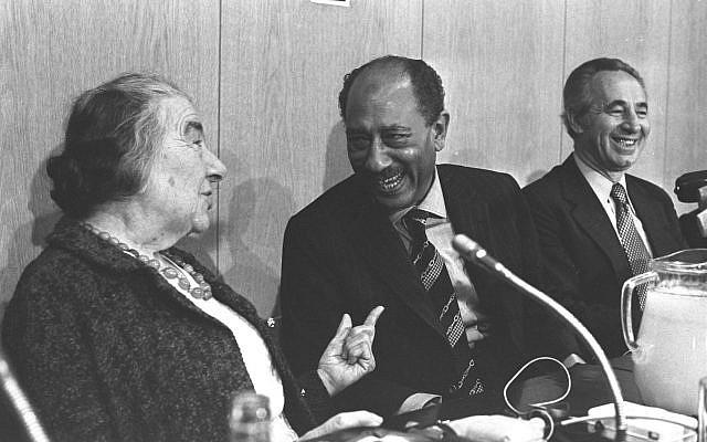 Anwar Sadat with Golda Meir and Shimon Peres in the Knesset. (Ya'acov Sa'ar/GPO)