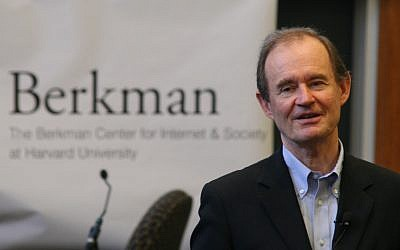 Lawyer David Boies speaking at the Berkman Center for Internet & Society at Harvard University on September 13, 2008. (CC BY-SA Doc Searls. Wikimedia commons)