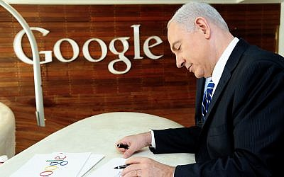 Prime Minister Benjamin Netanyahu seen drawing, after attending a press conference at Google's offices. December 10, 2012. (Kobi Gideon/GPO/FLASH90)