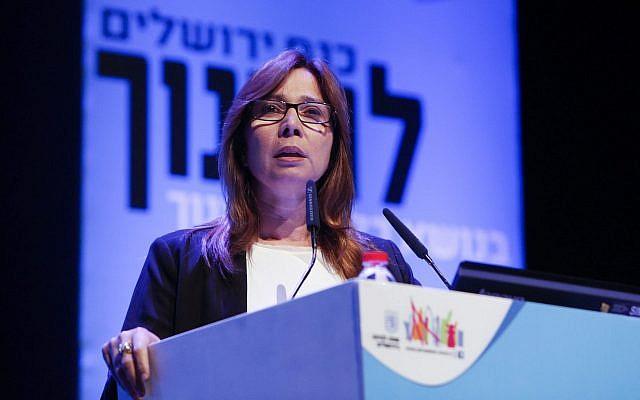 Journalist Oshrat Kotler speaks at a conference in Jerusalem on March 23, 2014. (Yonatan Sindel/Flash90)