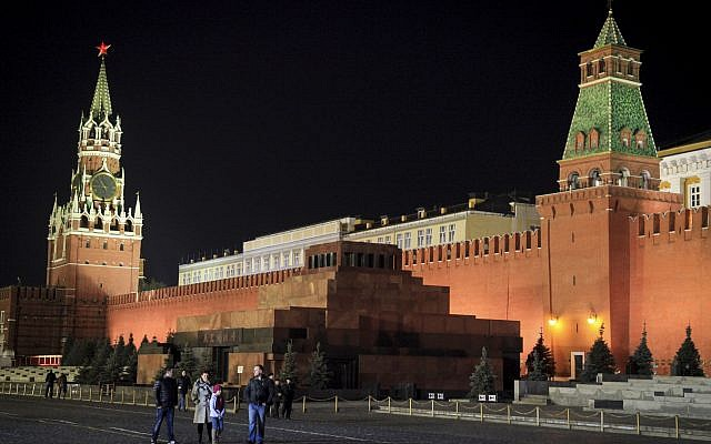 The Lenin Mausoleum and the Kremlin walls in  Red Square, Moscow, Russia, October 08, 2014. (Isaac Harari/FLASH90)
