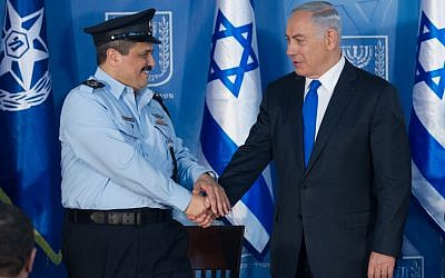Illustrative: Israeli Chief of Police Roni Alsheich seen with Prime Minister Benjamin Netanyahu at a welcoming ceremony held in Alsheich's honor in Jerusalem, on December 3, 2015. (Miriam Alster/FLASH90)