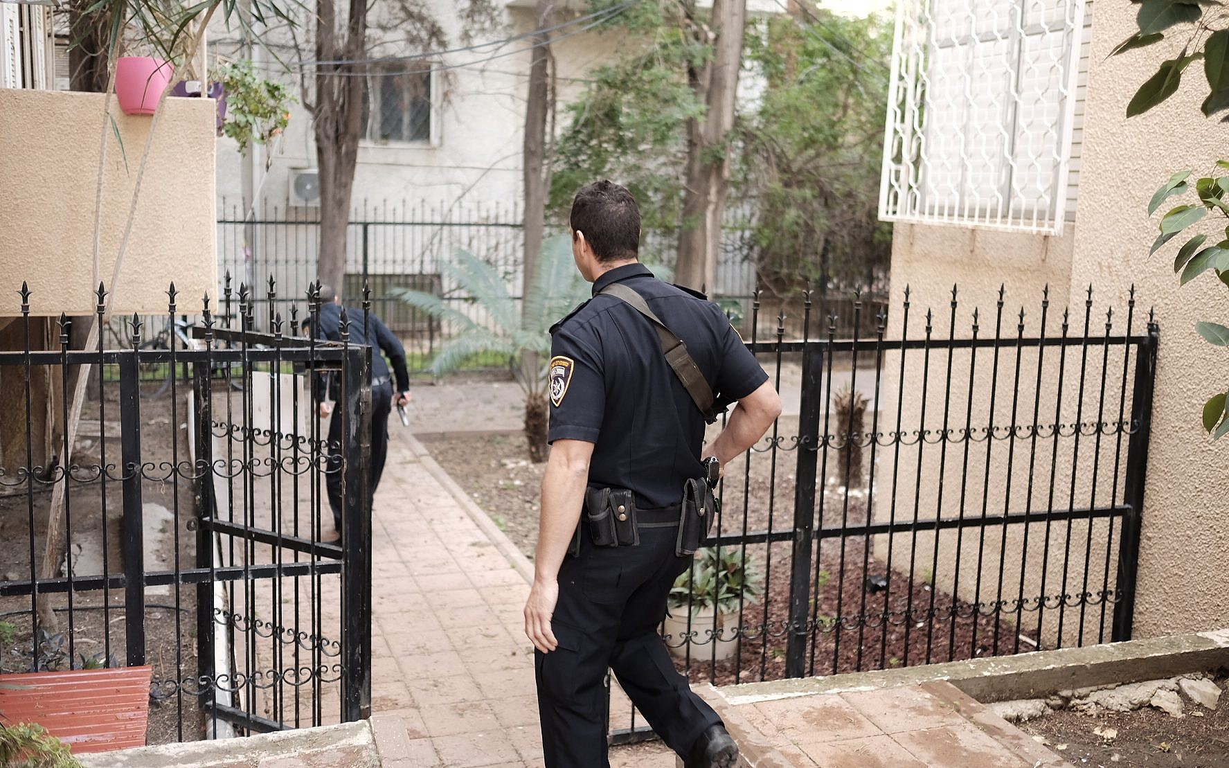 Cop suspected of using fake warrant to rob home | The Times of Israel