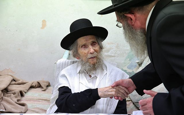 Rabbi and ultra-Orthodox leader Rabbi Aharon Yehudah Leib Steinman, center, May 2, 2016. (Yaakov Cohen/Flash90)