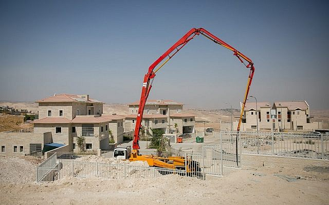 An illustrative photo of the construction of new houses in the West Bank settlement of Ma'ale Adumim, on September 25, 2017. (Miriam Alster/Flash90)