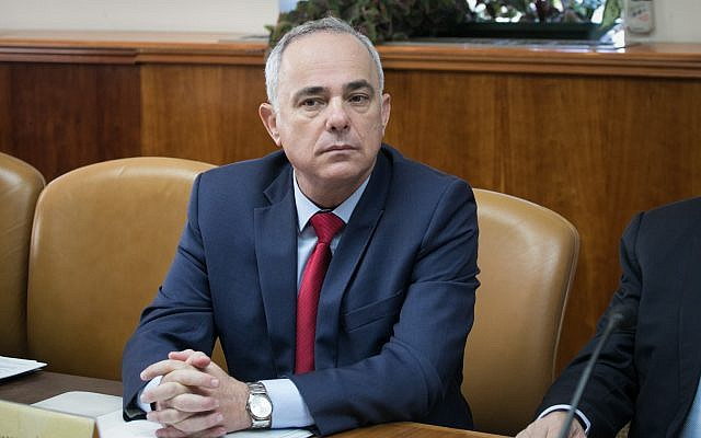 Energy and Infrastructure Minister Yuval Steinitz attends the weekly cabinet meeting at the Prime Minister's Office in Jerusalem, October 29, 2017. (Ohad Zwigenberg)