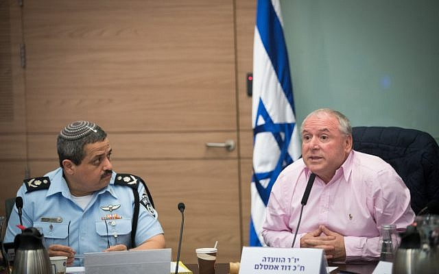 Likud MK David Amsalem and Police Commissioner Roni Alsheich attend a committee meeting in the Knesset on October 31, 2017.(Yonatan Sindel/Flash90)