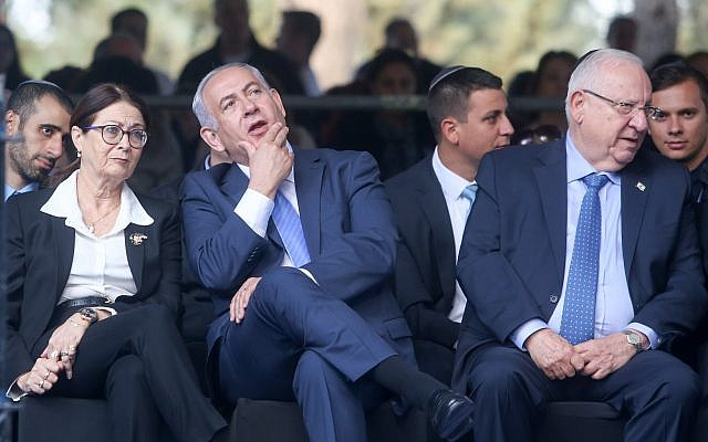 Prime minister Benjamin Netanyahu with Supreme Court Chief Judge Esther Hayut (L) at a memorial service marking 22 years since the assassination of Yitzhak Rabin, held at Mount Herzl cemetery in Jerusalem. November 1, 2017. (Marc Israel Sellem/POOL)