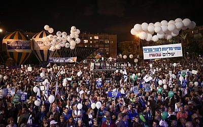Israelis attend a rally marking 22 years since the assassination of prime Minister Yitzhak Rabin, at Tel Aviv's Rabin Square on November 4, 2017. (Miriam Alster/Flash90)