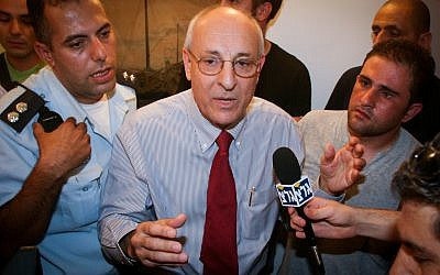 Attorney Itzhak Molcho at speaks with protesters at his office in Jerusalem on September 10, 2007. (Flash90)