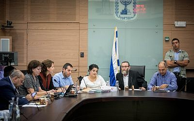The Knesset Finance Committee  meets in the Knesset, Jerusalem, November 8, 2017. (Yonatan Sindel/Flash90)